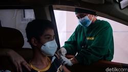 Layanan vaksinasi COVID-19 terus diperluas. PT Jasa Marga bersama Mabes TNI kini membuka sentra vaksinasi di Tol Jagorawi.