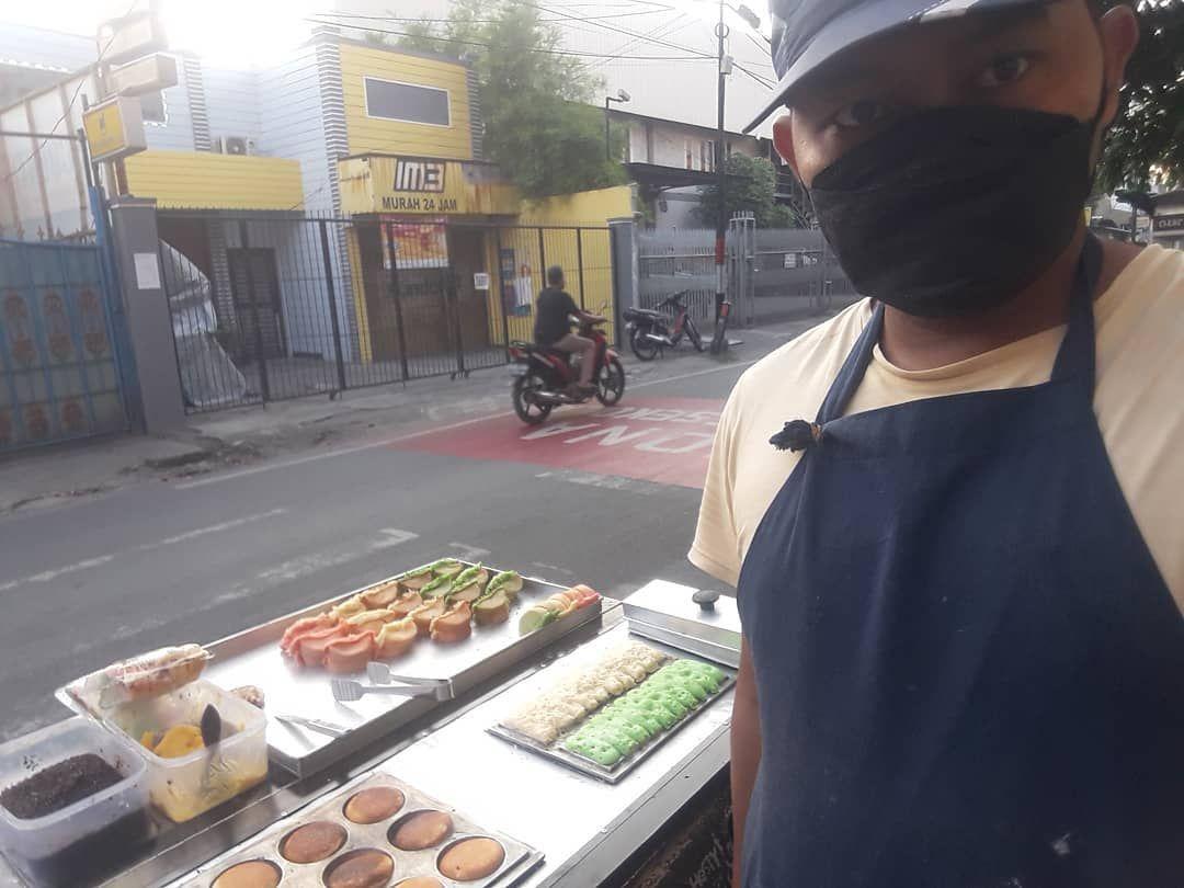 Berjuang di Tengah Pandemi, Mantan Chef Hotel Ini Jualan Pukis di Pinggir Jalan