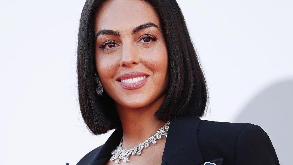 Potret Cantik Pacar CR7 Georgina Rodriguez dengan Rambut Pendek