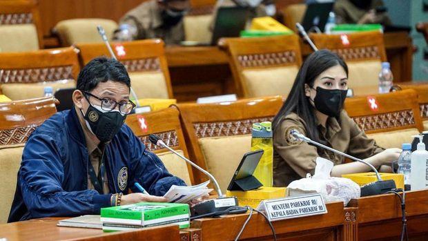 Sandiaga dan Angela saat rapat dengan Komisi X DPR.
