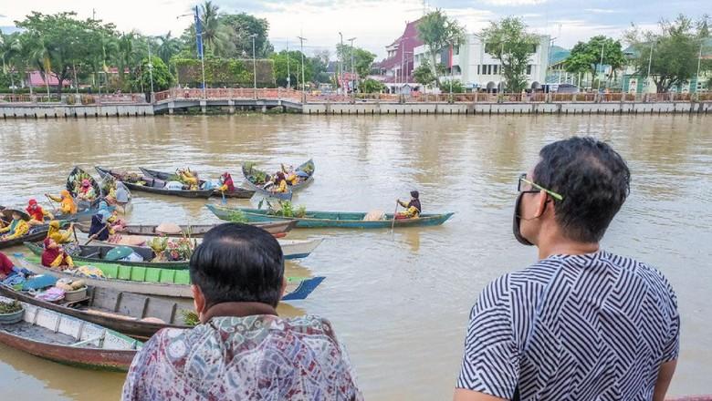 Sandiaga Uno berkunjung ke Pasar Terapung Banjarmasin.