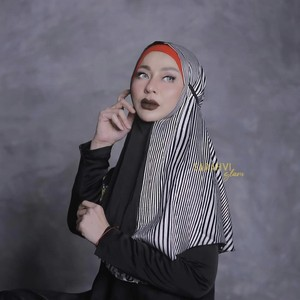 8 Gaya Terbaru Sarah Vi Pakai Hijab Matching dengan Lipstik, Bikin Pangling