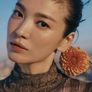 8 Potret Song Hye Kyo yang Tak Dirilis Vogue Korea, Cantik Bak Boneka