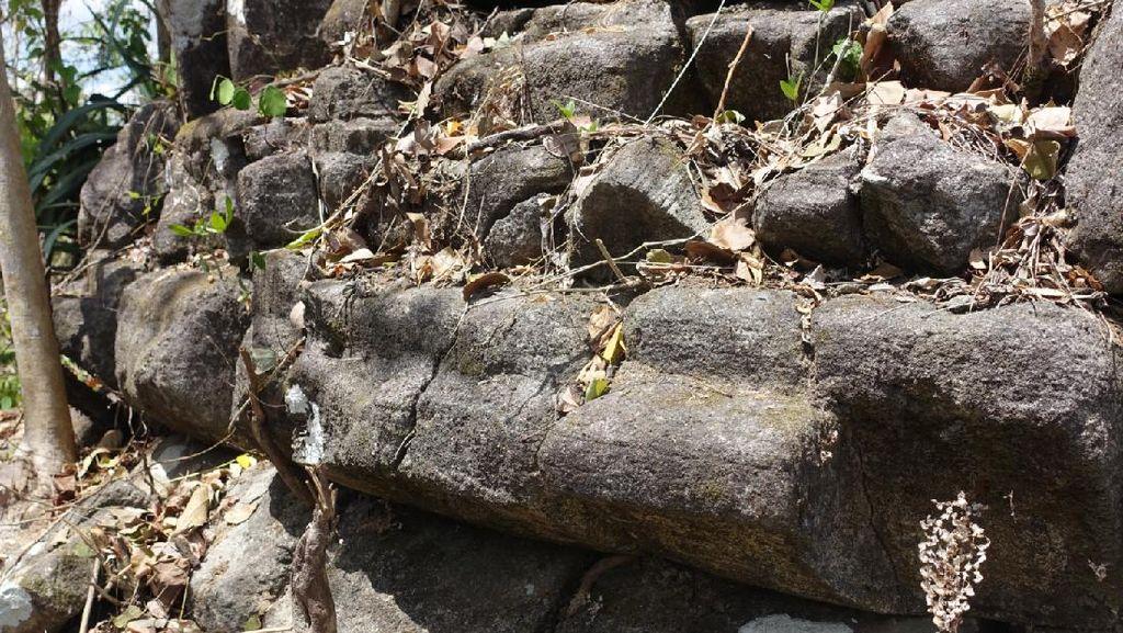Ada Struktur Batu Diduga Stupa Peninggalan Era 8 M di Atas Bukit Sleman