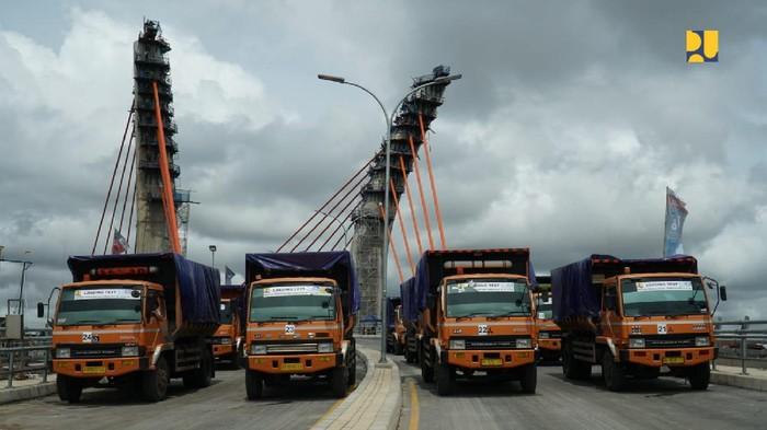 Uji Coba Beban Jembatan Sei Alalak Banjarmasin