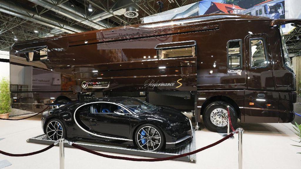 Bus Mewah Rp 110 M, Perutnya Bisa Jadi Garasi Bugatti Chiron