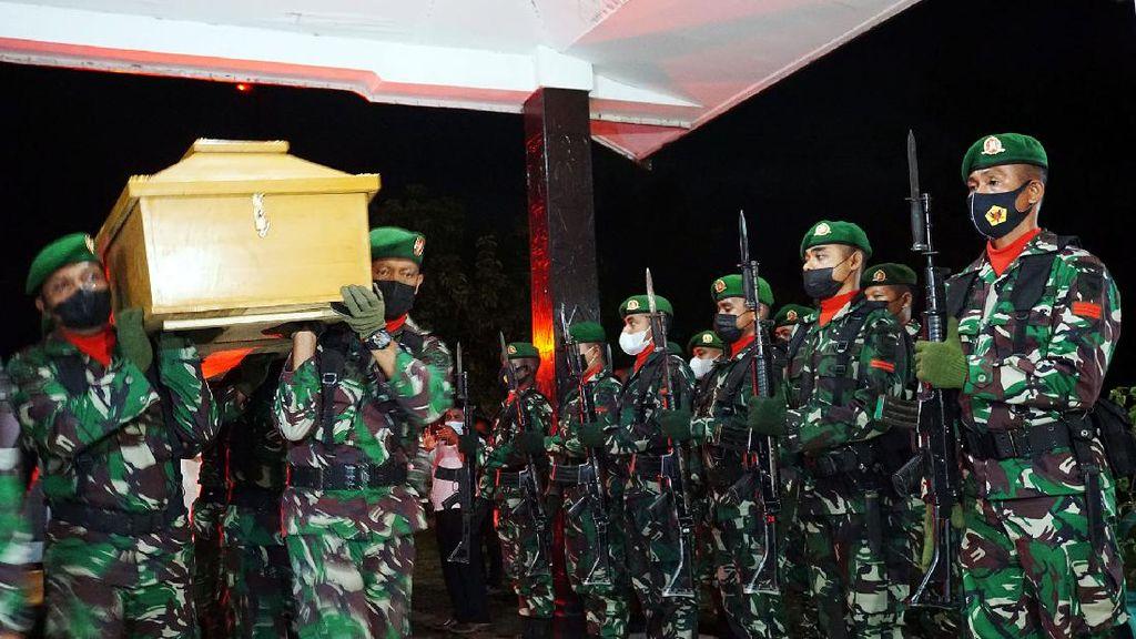 4 TNI yang Gugur Diserang KST Disemayamkan di Makorem Sorong