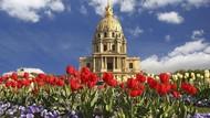 Cantiknya Bunga Bermekaran di Landmark Kota Dunia