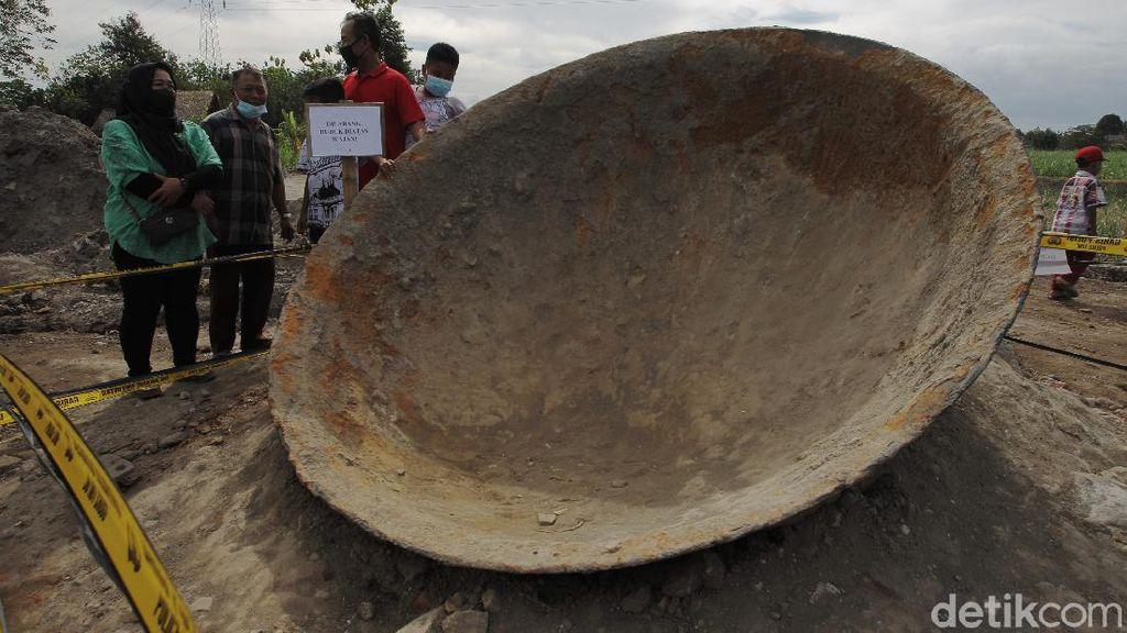 Foto-foto Penemuan Wajan Raksasa di Bantul
