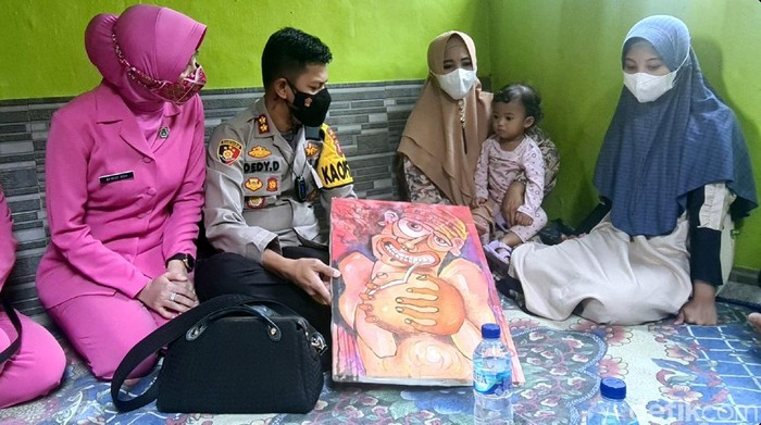 Gadis Disabilitas Jago Gambar di Sukabumi