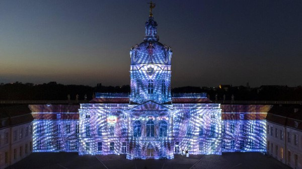 Tema Festival of Lights tahun ini adalah Menciptakan Hari Esok. AP/Michael Sohn