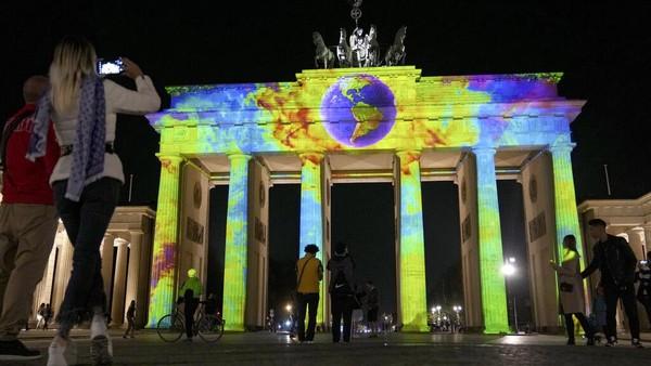 Festival Cahaya Berlin adalah galeri terbuka terbesar di dunia, menurut penyelenggara. AP/Michael Sohn