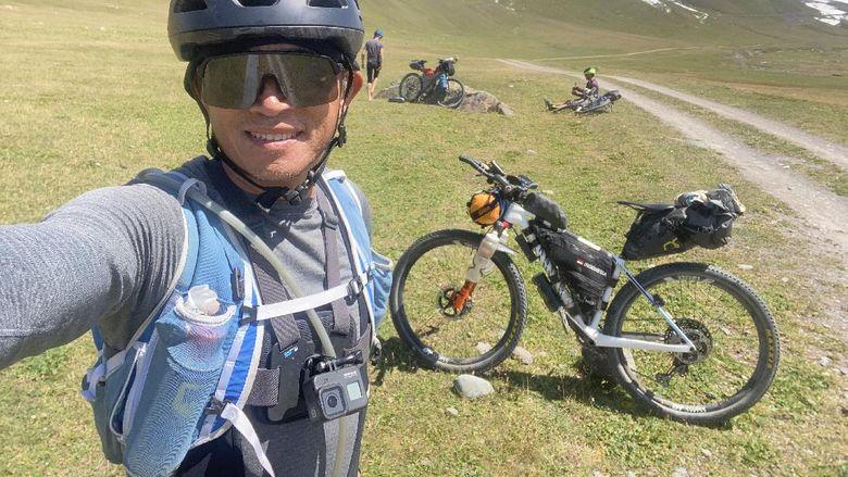 Hendra Wijaya di Silk Road Mountain Race
