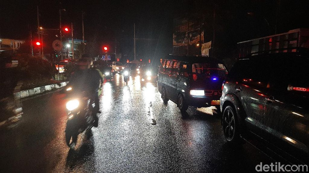 One Way Berlanjut, Jalur Puncak Arah Jakarta Dipenuhi Pengendara