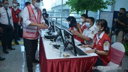 Menhub Apresiasi PT KCI Vaksinasi 12.141 Warga di 10 Stasiun KRL