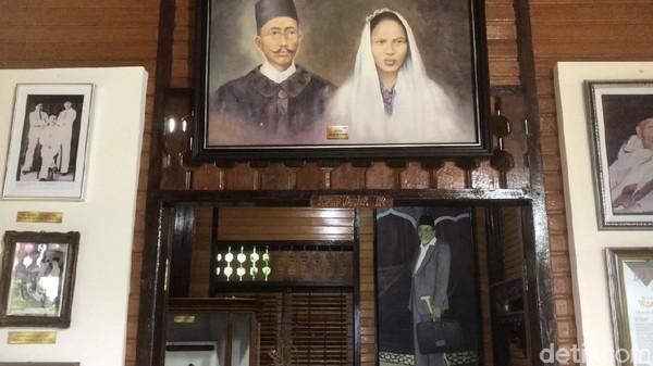 Berkunjung ke Museum Buya Hamka membuat Sandiaga teringat masa lalu, tepatnya saat dia masih kecil. Saya waktu kecil lihat beliau ceramah di Masjid Al Azhar, kata Sandi kepada wartawan.