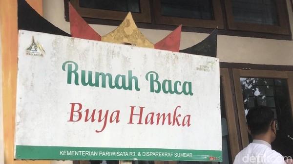 Di sini juga ada Rumah Baca Buya Hamka. Sesuai dengan namanya, traveler bisa membaca buku-buku karya Buya Hamka di sini.