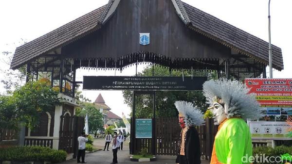 Desa Wisata Perkampungan Betawi memiliki potensi dari tujuh kategori menjadi syarat desa wisata terbaik. Kriteria tersebut di antaranya homestay, toilet, suvenir, desa digital, CHSE, konten kreatif dan daya tarik.