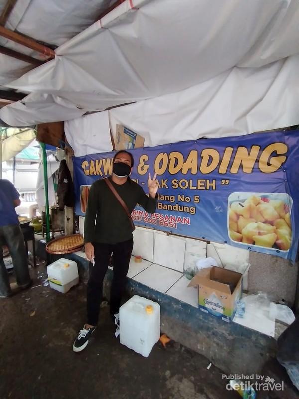 Odading Mang Oleh berada di Jalan Baranangsiang no. 5 sekaligus berdekatan dengan Pasar Kosambi Bandung