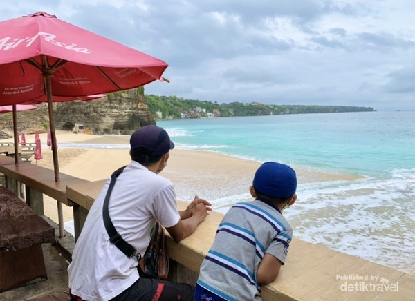 Cantiknya pemandangan Pantai Dream Land