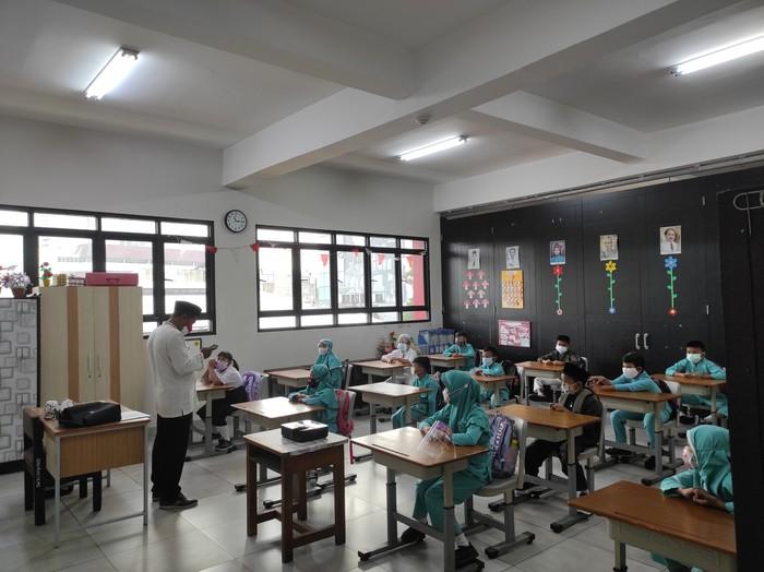 Sekolah Tatap Muka di SDN 03 Palmerah Jakbar