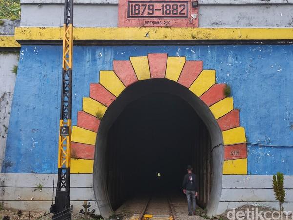 Suatu ketika, Nyi Sadea sedang berteduh di mulut terowongan sambil menunggu hujan reda. Konon, Nyi Sadea tiba-tiba memasuki terowongan. Katanya, ada yang memanggil namanya. Nyi Sadea kemudian berjalan memasuki terowongan untuk mendekati sumber suara. Namun, sejak itu Nyi Sadea menghilang. (Ismet Selamet/detikTravel)