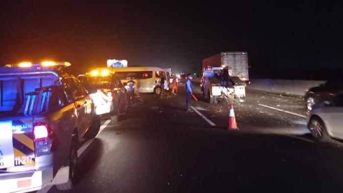 8 kendaraan terlibat kecelakaan beruntun di Tol Japek