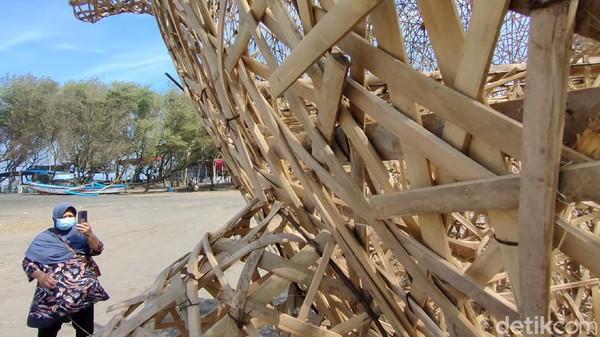 Selain untuk menarik daya tarik wisata, kehadiran karya seni instalasi ini juga sebagai upaya menggerakkan roda perekonomian seniman lokal yang terpuruk imbas pandemi COVID-19. Para seniman yang terlibat dalam pembuatan karya, diberi bantuan dana dari dana keistimewaan DIY. (Jalu Rahman Dewantara/detikTravel)