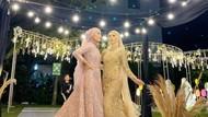 Viral Kisah Unik Anak Kembar Nikah Bareng, Takut Para Suami Salah Masuk