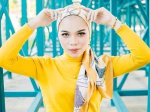 5 Inspirasi Gaya Hijab untuk Tampil Playful dengan Outfit Colorful