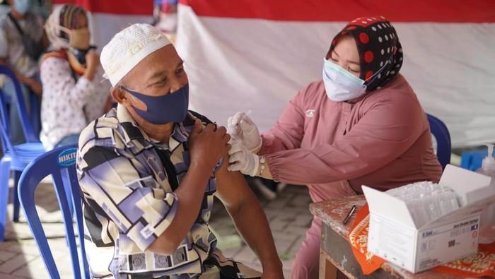 ibas salurkan vaksinasi ke dapilnya