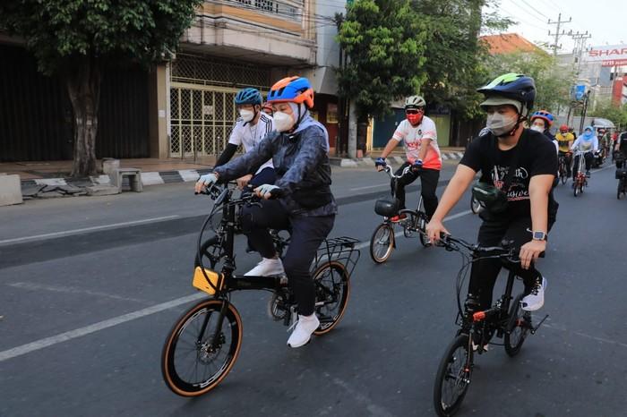 Kayuh Sepeda 2 Km, Menaker Temui Pekerja Penerima BSU di Semarang