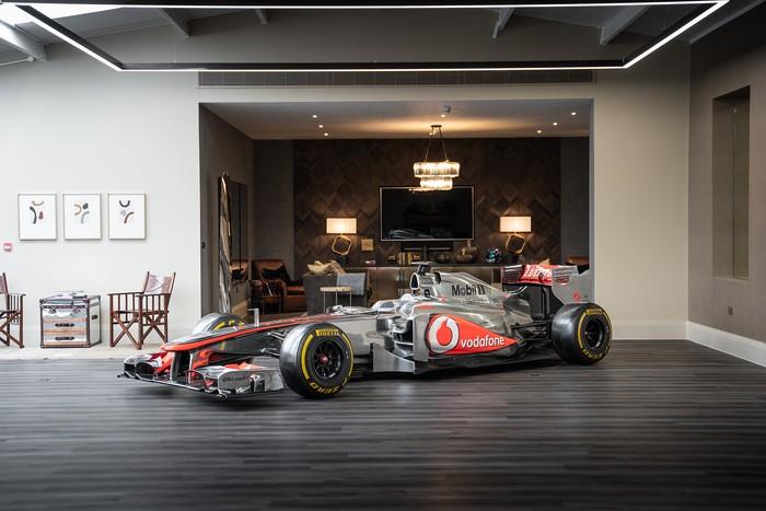 Mobil Balap McLaren F1 2011 dilelang.