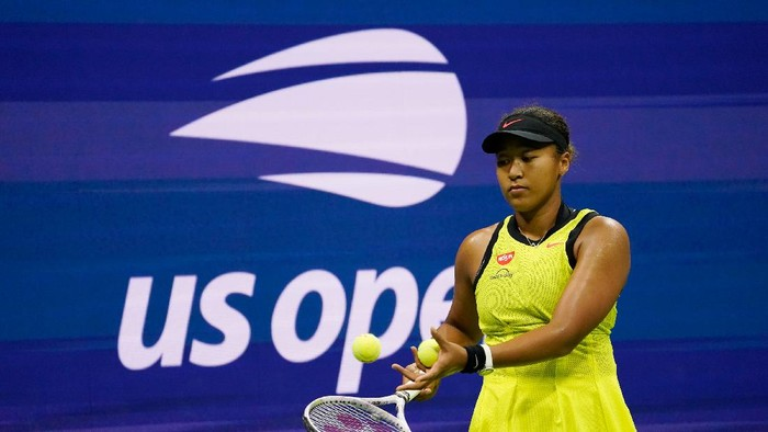 Naomi Osaka, of Japan, prepares to serves to Leylah Fernandez, of Canada, during the third round of the US Open tennis championships, Friday, Sept. 3, 2021, in New York. (AP Photo/John Minchillo)