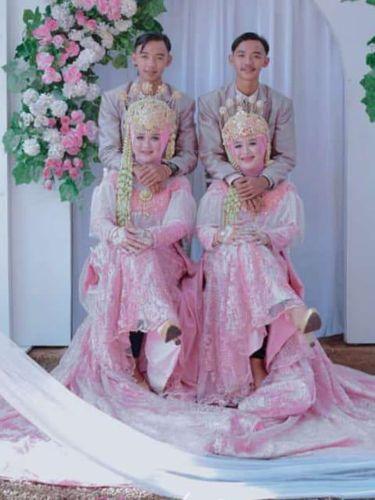 Pasangan kembar yang menikah viral di media sosial.