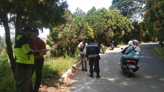 Penampakan sepeda road bike di kecelakaan tragis pesepeda di Km 0 Puncak. Foto dokumen Satlantas Bogor.