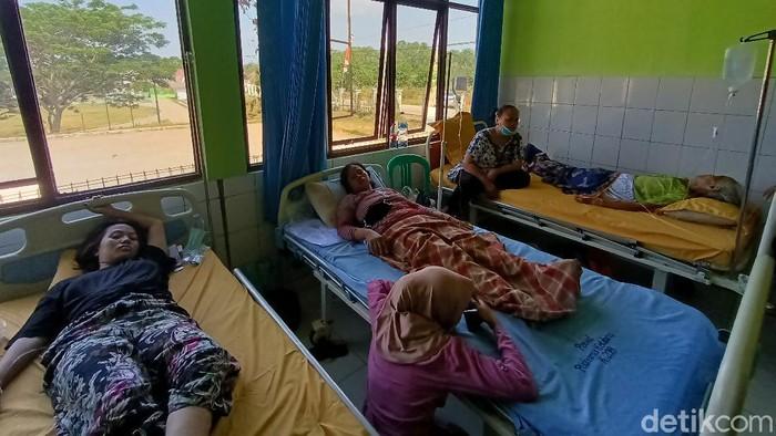 Puluhan warga Karawang keracunan makanan pengajian