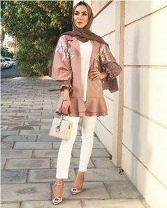 Tampil anggun dengan outfit hijab satin.
