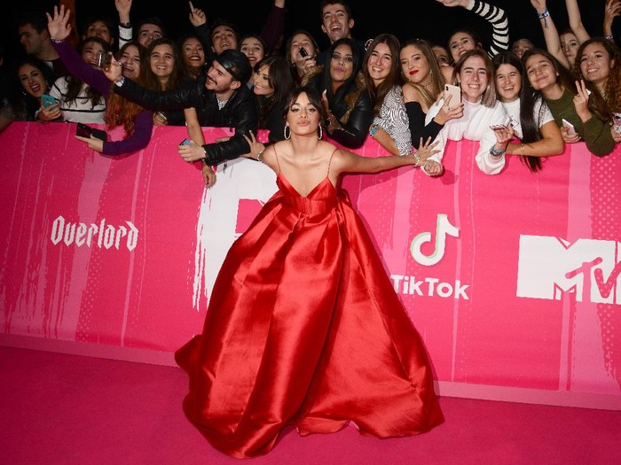 LONDON, ENGLAND - NOVEMBER 12:  Camila Cabello attends the MTV EMAs 2017 held at The SSE Arena, Wembley on November 12, 2017 in London, England.  (Photo by Andreas Rentz/Getty Images for MTV)