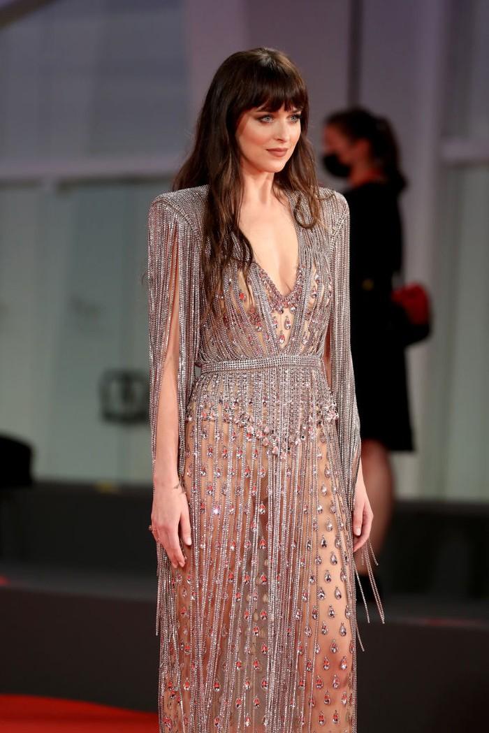 VENICE, ITALY - SEPTEMBER 03: Dakota Johnson attends the red carpet of the movie