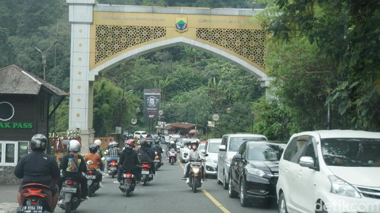 Kemacetan di Puncak, Minggu (5/9/2021)