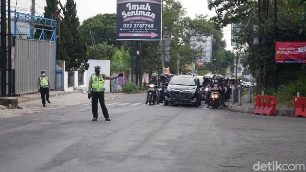 Kanit Turjawali Satlantas Polres Cimahi Ipda Andriansyah mengatakan indikasi arus balik tersebut yakni banyaknya kendaraan dari arah Lembang yang mengarah ke Bandung. Meskipun masih ada juga kendaraan dari Bandung yang menuju ke arah Lembang.