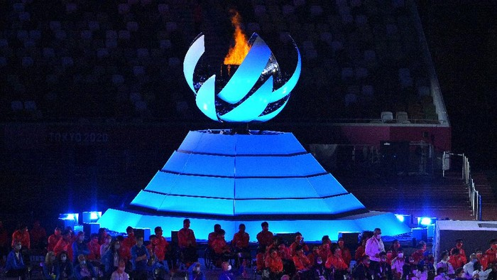 TOKYO, JAPAN - SEPTEMBER 05: The Paralympic Flame is seen during the Closing Ceremony on day 12 of the Tokyo 2020 Paralympic Games at Olympic Stadium on September 05, 2021 in Tokyo, Japan. (Photo by Koki Nagahama/Getty Images)