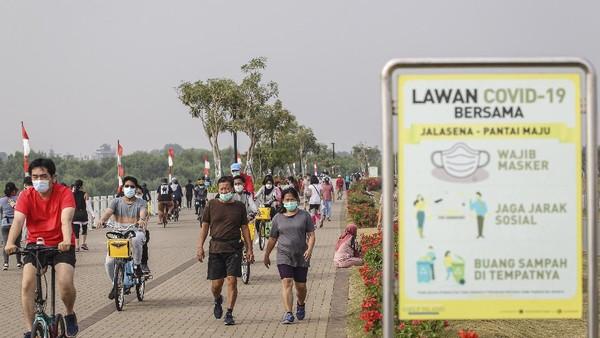 Pantai ini menjadi daya tarik wisata olahraga bagi warga Ibu Kota dan daerah sekitarnya.