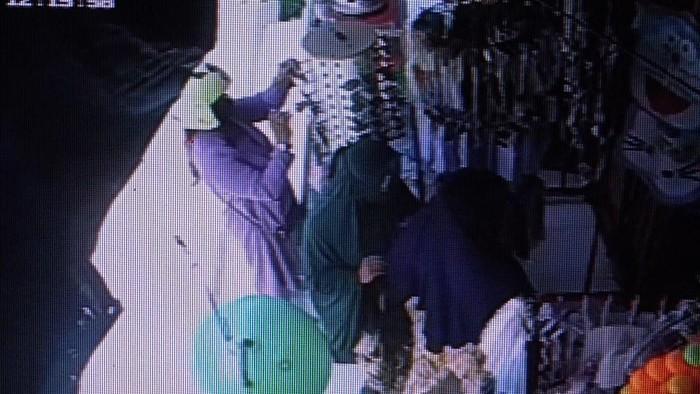 3 Wanita di Polman, Sulbar terekam CCTV mencuri di toko. (dok. Istimewa)