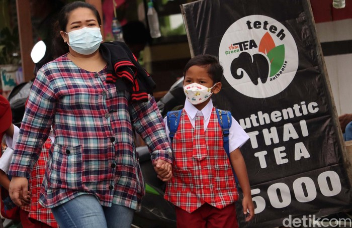 Sejumlah sekolah di Kabupaten Bandung gelar sekolah tatap muka secara terbatas. Para siswa pun semangat datang ke sekolah untuk ikut kegiatan sekolah tatap muka