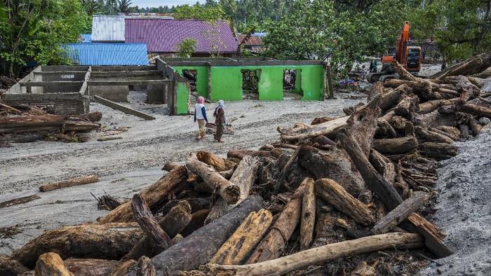 Banjir bandang susulan kembali terjadi di Sigi, Sulawesi Tengah, pada Minggu (5/9) malam. Warga yang telah pulang ke rumah, kembali mengungsi.