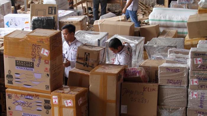 Bisnis logistik dan jasa pengiriman menjadi sektor yang meraih lonjakan pertumbuhan saat pandemi Covid-19. Hal itu dipicu peningkatan aktivitas digital masyarakat dalam berbelanja.