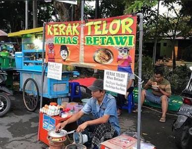 Eks Peserta IMB, Cak Mat 'Klantink' Kini Sukses Jualan Kerak Telor di Surabaya