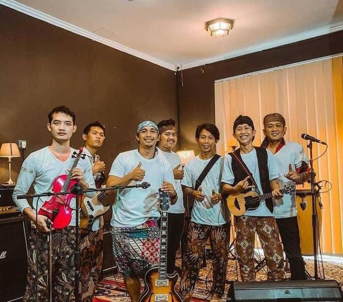 Eks Peserta IMB, Cak Mat Klantink Kini Sukses Jualan Kerak Telor di Surabaya